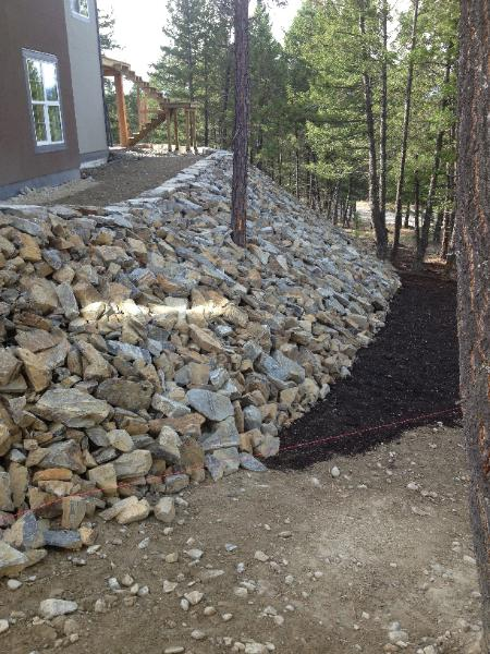 Moyie Rust Iron Rock Natural Lego Block Retaining Wall